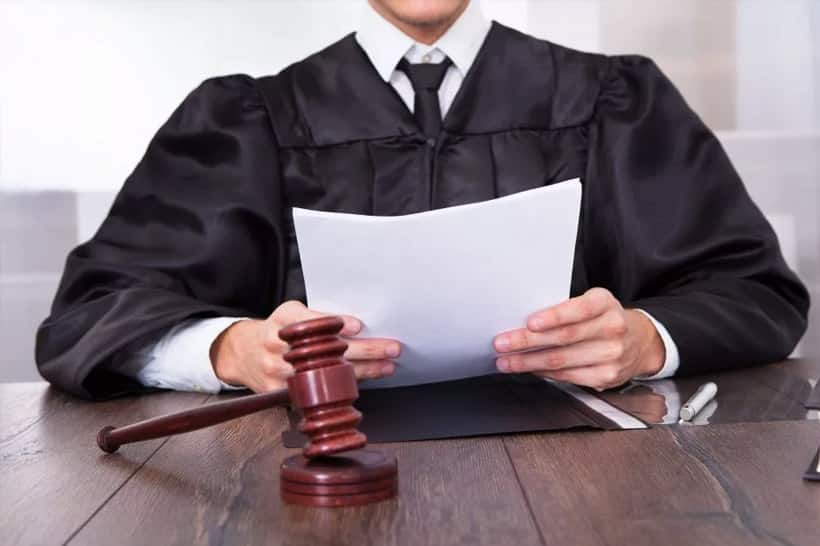 Приснился во сне адвокат